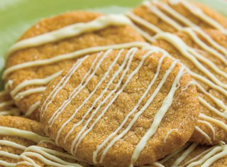 Gingersnap cookies with white chocolate drizzle recipe